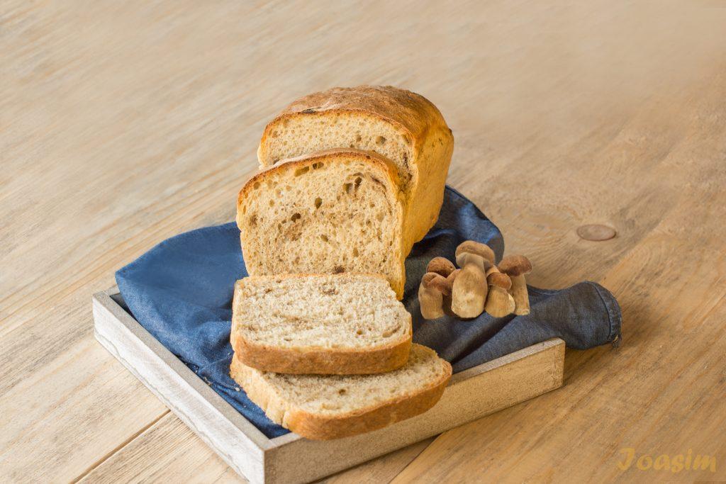 pâine cu hribi realizată de Brutăria Ioasim