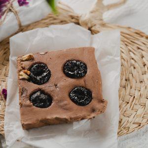 Ciocolata de casa cu prune si tuica